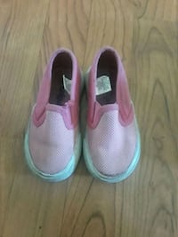 pair of pink-and-white Nike sneakers Georgetown, 40324