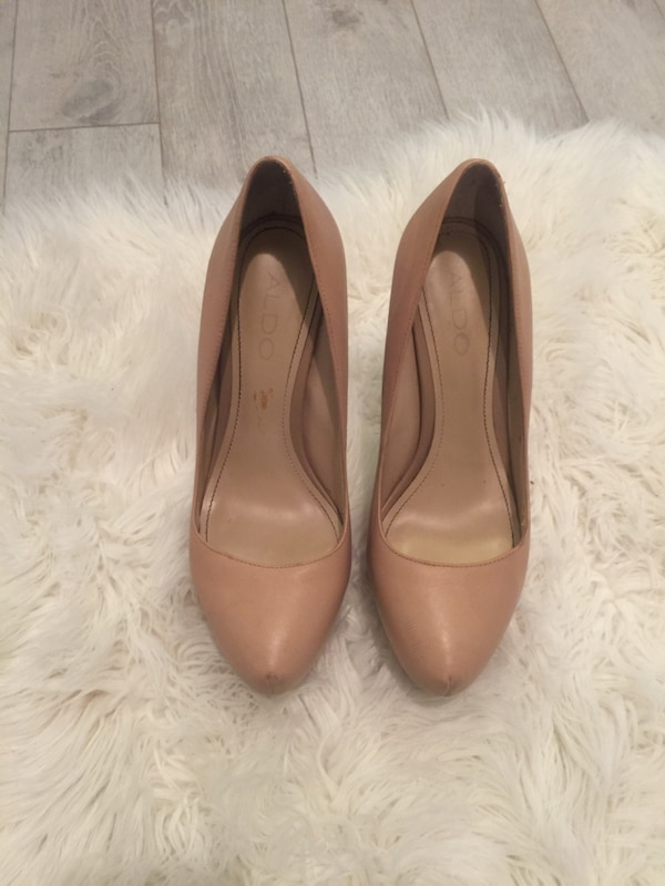 Size 7.5 nude heels (extreme height)