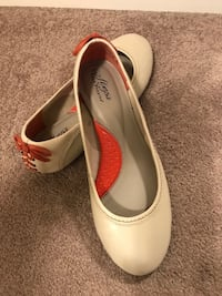 New- leather hush puppies shoes, size:8