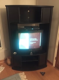 TV stand. Great condition. Perfect for an apartment, corner, or wherever.  544 km