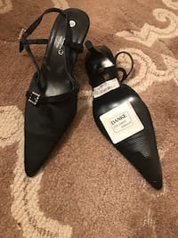 Pair of black leather open-toe heels 28 km