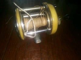 Vintage fishing reel. Complete.