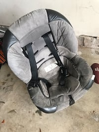 baby's gray and black car seat carrier Leesburg, 20175