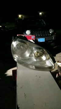 07 Jetta headlight and assembly Lawrenceville, 30043