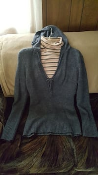 Turtle neck large and pullover sweater size large  Albion, 16401