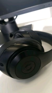 Beats by Dr. Dre Studio3 Over-Ear Noise Cancelling Bluetooth Headphone Toronto, M6M 5A7