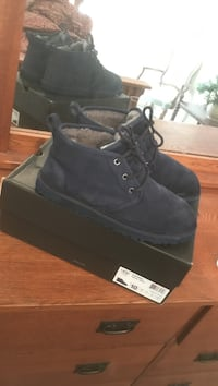 Pair of navy blue suede ugg boots for men Cedar Hill, 75104