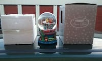 2000 Bloomingdales New York Snow Globe Frederick, 21703