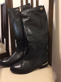 Woman winter leather boots