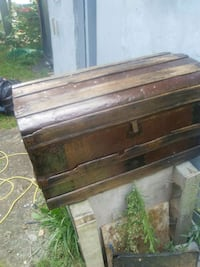 Very old, antique trunk Innisfil, L9S 1W5