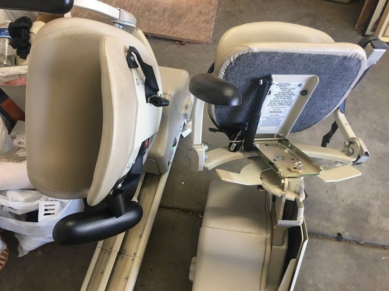 Stair chair very nice!! Straight stairs abff4bc2-d3c5-4145-b713-9ea898a48a82