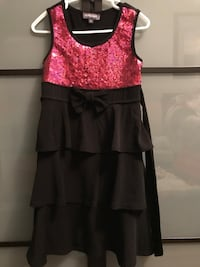 Size 5 - sparkle pink top with black bottom 546 km