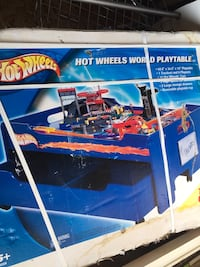 Hot wheels table and track set new in box
