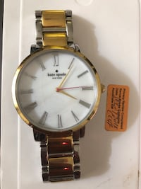 round gold-colored analog watch with link bracelet Toronto, M6E 4M1