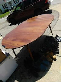 Round kitchen table  New Albany, 47150
