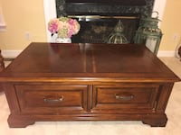 Coffee table and two side tables in great condition Glen Mills, 19342