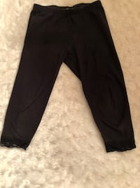 Children's Place Girls Size M 7/8 Black w Lace Capri Leggings  Craigsville, 26205