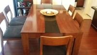 I am selling my Oak wood Dining table with 6 Chair Sugar Land, 77479
