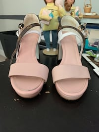 Louis Vuitton beautiful sandals. They are to small for me