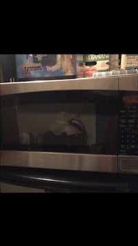 """Microwave 16"""" plate. Like new  Winchester, 92596"""