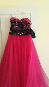 black and red sweetheart lace dress