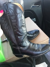 Pair of black leather chunky heeled cowboy boots Amarillo, 79101