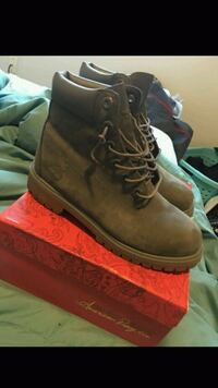 pair of brown Timberland work boots Belleville, 62221