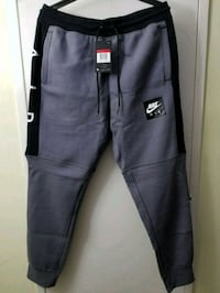 Nike fleece joggers large  Mississauga, L5B 3W3
