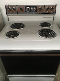 White and black electric coil range oven Brentwood, 20722