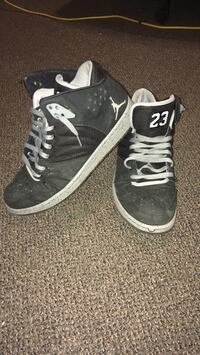 Pair of black-and-white air jordan shoes Fort Erie, L2A 6H3