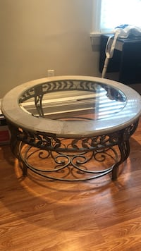 Round brown wooden framed glass top coffee table Oshawa, L1G 5B1