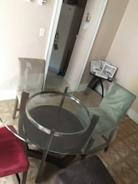 Dining room table/Chairs