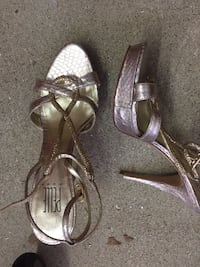 Shoes size 7  Los Angeles, 91335