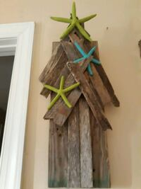Beachy Chic and Rustic Holiday Wall Decor