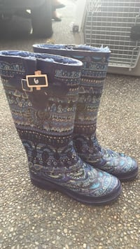 pair of black-and-gray rain boots Port Coquitlam, V3B 3R7