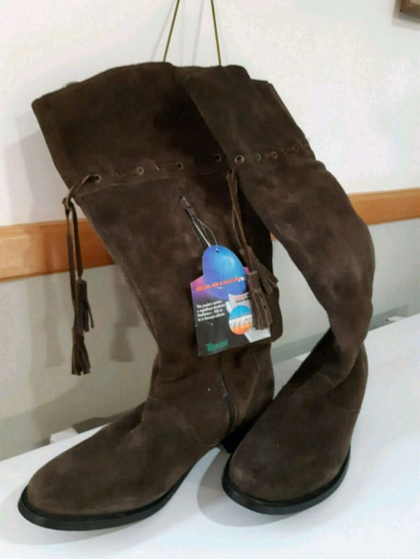 Womans  boots  size 7. 39c38217-479b-4ff9-bfe7-95eb0df55905