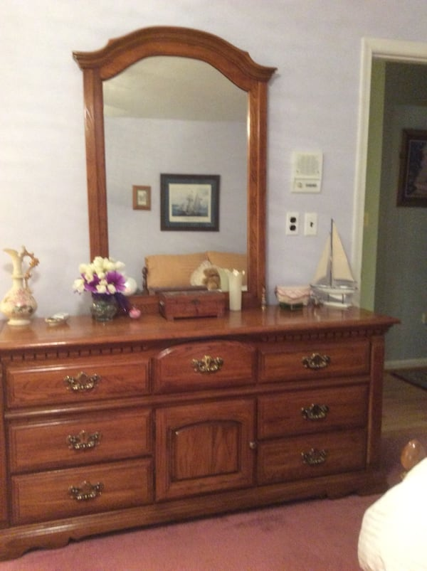 Bassett dresser with mirror. Excellent condition. Night stands available for additional cost. Hereford Zone. Must pick up c7d25b12-dd5c-4f14-9fb0-2bf8c14c6311