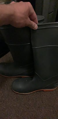 rain boots size 7 very durable and fashionable!!! Could use for work or just for everyday use while it rains Lynn, 01904
