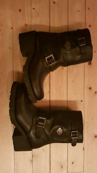 black leather side-zip chunky heeled booties Vancouver, V5S