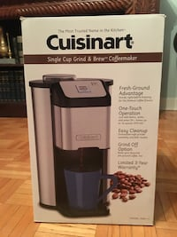 Coffee brewer with built in coffee grinder