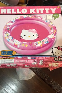"Inflatable ""Hello Kitty"" swimming pool"