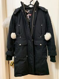 Ladies Moose knuckles striking parka in small Toronto, M6N 1L3