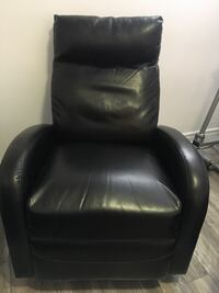 Black leather padded recliner chair Châteauguay, J6J 1W6
