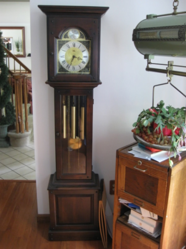 GRANDFATHER CLOCK GRANDMOTHER CLOCK RUNS GREAT WITH CHIMES GREAT CONDITION