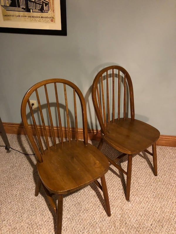 Solid Oak Pedestal Table and 4 chairs 3455a489-d0ad-4b96-bb6e-a1be16e397c4