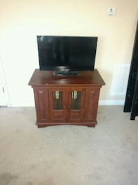Wooden Mahogany TV Stand