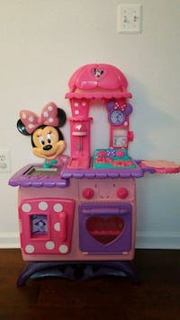 pink and purple Minnie Mouse kitchen playset Alexandria, 22312