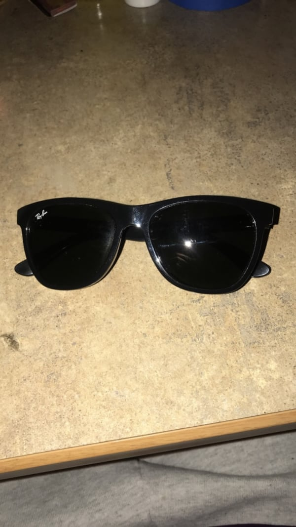 2 pairs Ray Bans 6