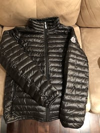 Moncler jacket women's size small  Mississauga, L5M 2Z8