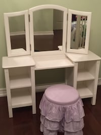 Pottery Barn Kids Vaniety/ Make-Up Table & Stool TORONTO